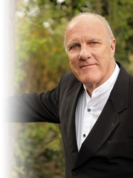 Richard Digance at Chequer Mead, East Grinstead